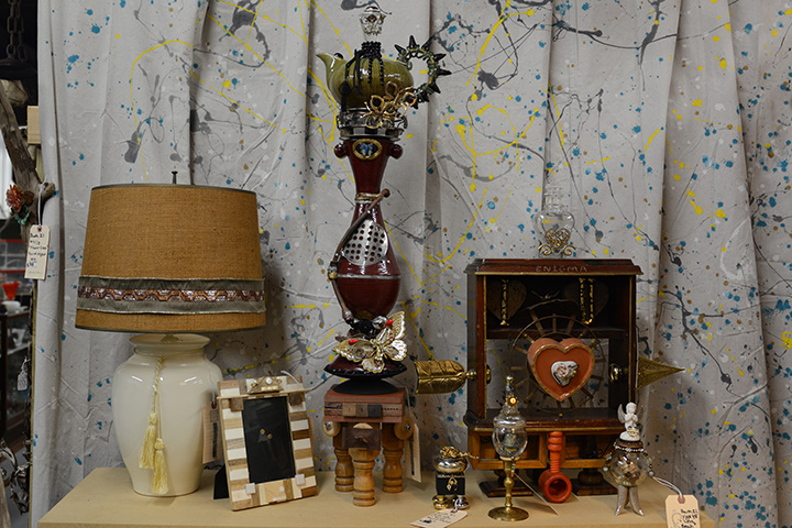 Antiques   Home Décor Accent Pieces